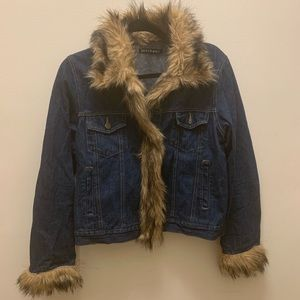 Jean jacket with Fur accents